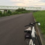 クロスバイクで夕暮れ時の江戸川サイクリングロードへ