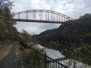 印旛沼サイクリングロード 橋 赤