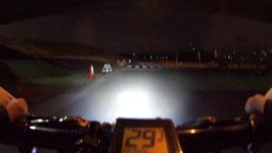 暗闇 VOLT800 夜間 サイクリングロード