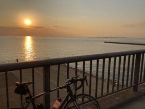 幕張 海 夕日 自転車